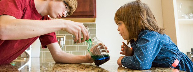 Vertiendo el resto de los líquidos