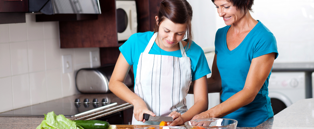 Family Activity: Sunday Meal Prep | This is a great activity and weekly tradition that you can start doing with your family. | A mother and daughter prepare dinner together.